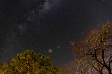 final wide angle with moon and mars and milky way 2